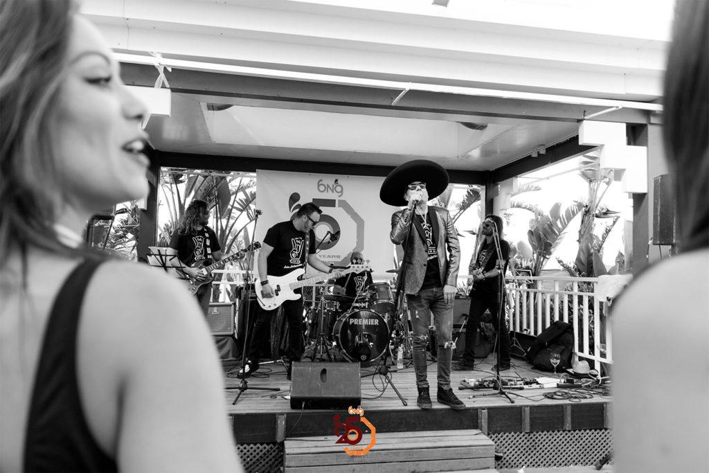 Música en directo en Rives Málaga y nnuestras azafatas